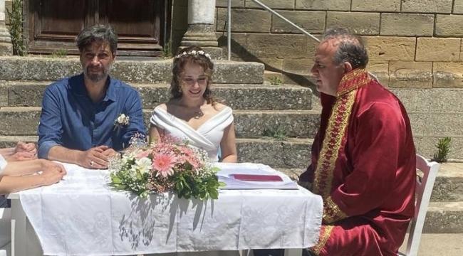 Evlendiler...